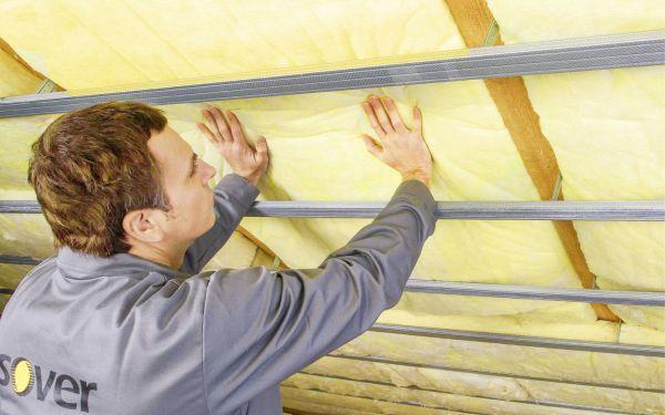 Ocieplenie dachu skośnego. Dwa sposoby na izolację termiczną poddasza