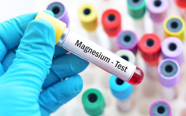 Hipomagnezemia (niedobór magnezu): przyczyny, objawy, leczenie