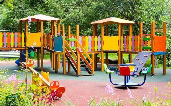 Wyposażenie placu zabaw. Jak dobrze wybrać wyposażenie na plac zabaw?