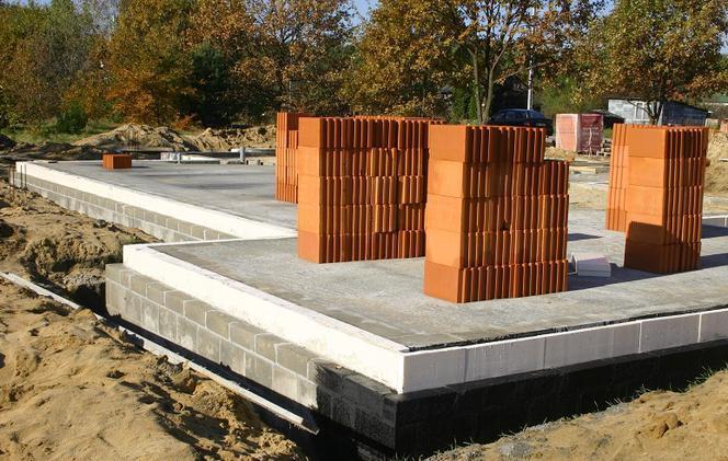 Izolacja termiczna fundamentów. Czym i jak ocieplać fundamenty?